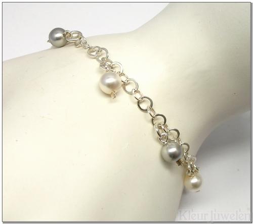 Armband met witte en zilveren parels