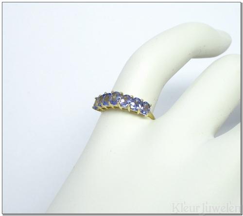 Geelgouden ring met tanzaniet (14k)