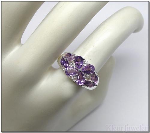 Ring met verschillende amethist edelstenen