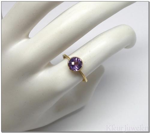 Geelgouden ring met ronde amethist (18k)