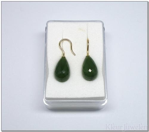 Geelgouden oorhaken met jade (14k)