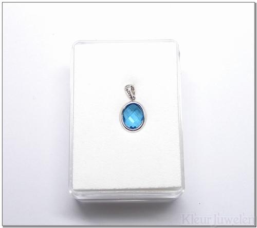 Witgouden hanger met ovale topaas en diamant (14k)