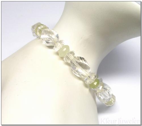 Edelsteenarmband met bergkristal en chalcedoon