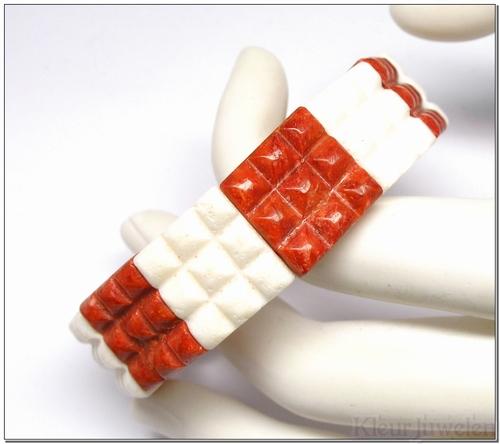 Rode en witte sponskoraal armband