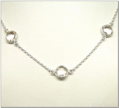 Zilveren ketting met vierkant, facet geslepen bergkristal