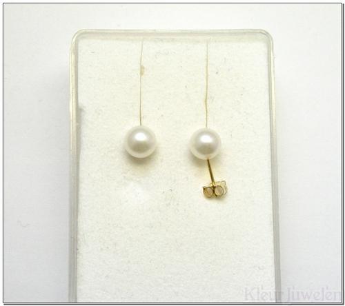 Geelgouden oorstekers met witte parels (6mm)