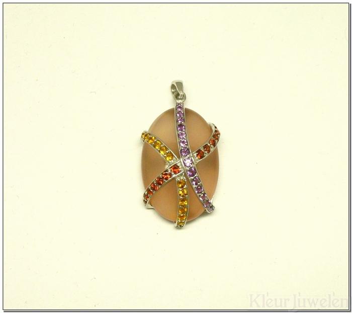 Roze chalcedoon hanger met verschillende edelstenen