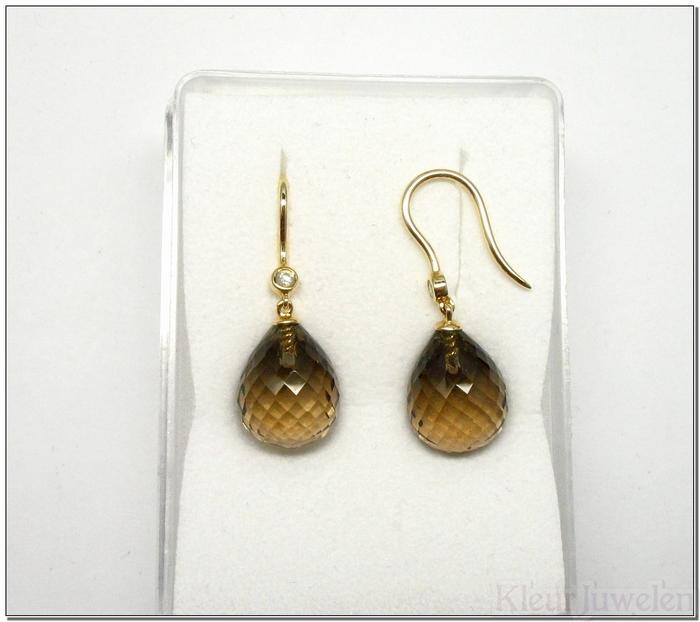 Geelgouden oorhaken met rookkwarts en diamant