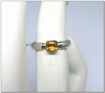 Zilveren ring met citrien in geelgouden (14k) zetting