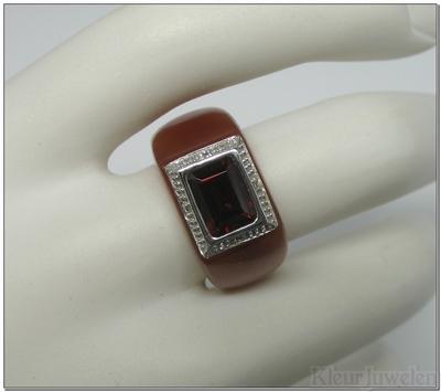 Edelsteenring met granaat en diamant(14k)