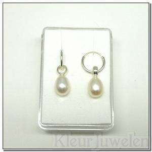 Zilveren oorhangers met witte parels
