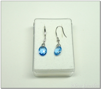Witgouden oorbellen met blauwe topaas en diamant (18k)