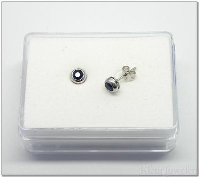 Zilveren oorstekers met saffier
