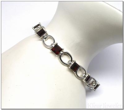 Zilveren armband met vierkante granaat