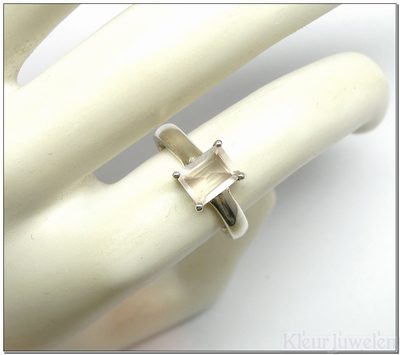 Ring met rechthoekige rozenkwarts