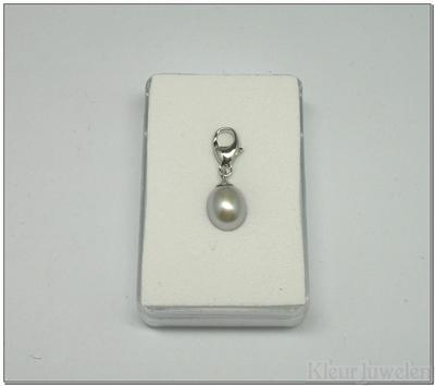 Karabijnhanger met licht grijze parel