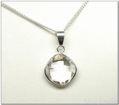 Hanger met facet geslepen vierkant bergkristal