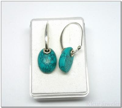 Zilveren oorbellen met ovale cabochon turkoois