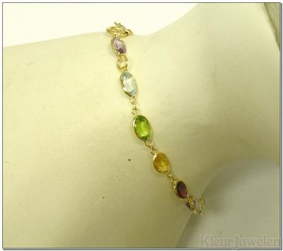 Geelgouden armband met verschillende edelstenen