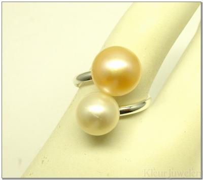 Zilveren ring met witte en oudroze parel