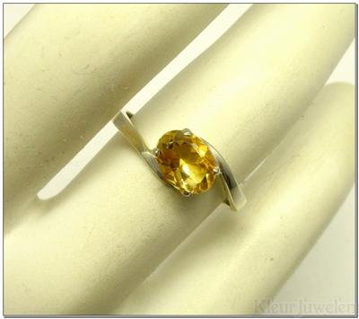 Zilveren ring met ovale citrien