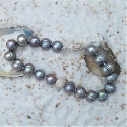 Armband met grijze parels...