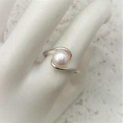 Zilveren ring met witte...
