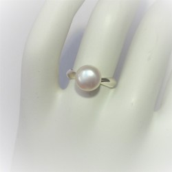 Ring met solitair witte parel