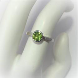 Zilveren ring met peridoot...