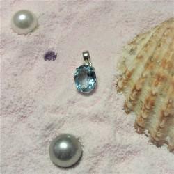 Hanger met ovale blauwe topaas